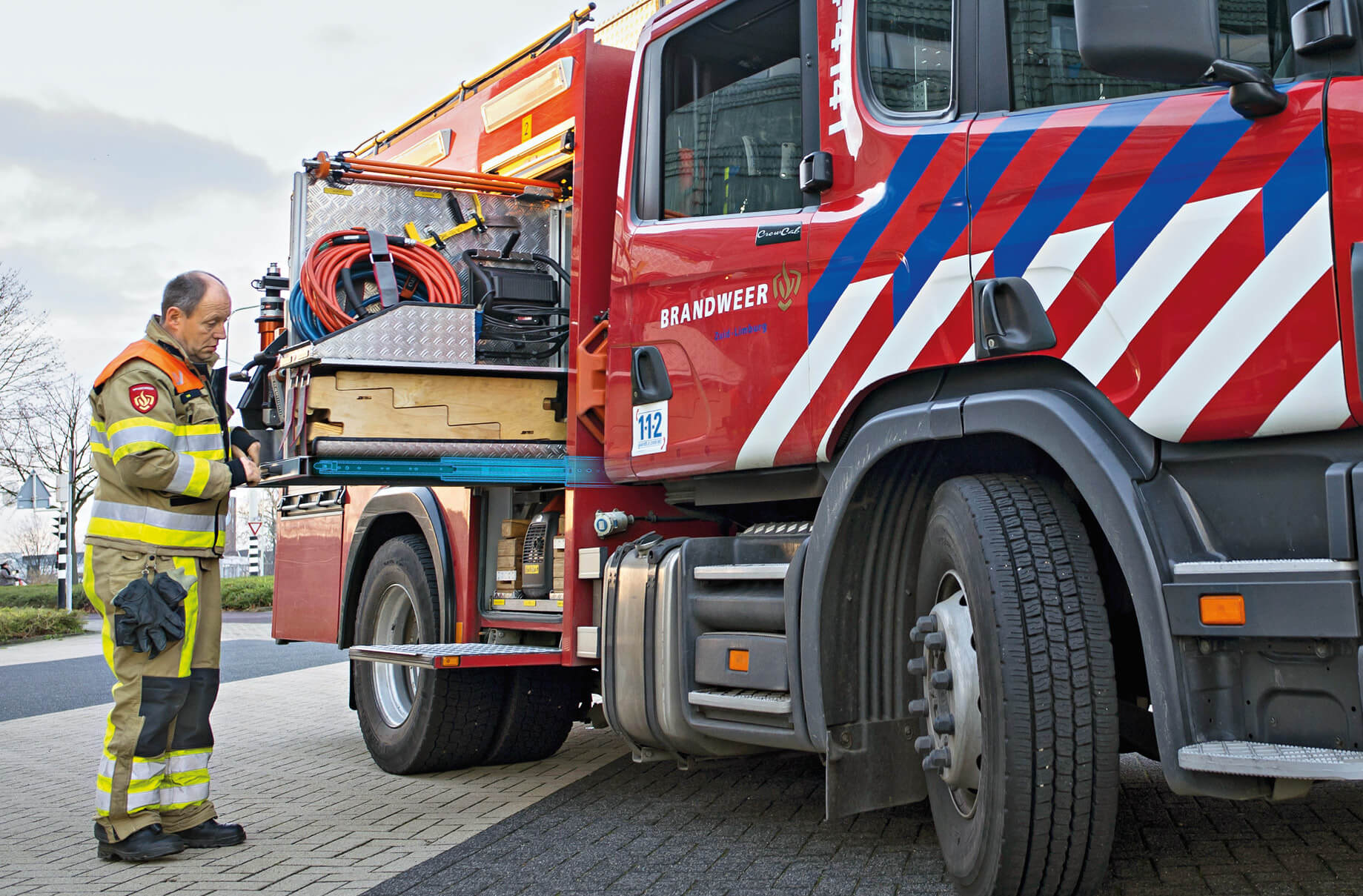 Emergency service vehicles – Customised telescopic rails make it easy for emergency service workers to lay their hands on the materials they need.