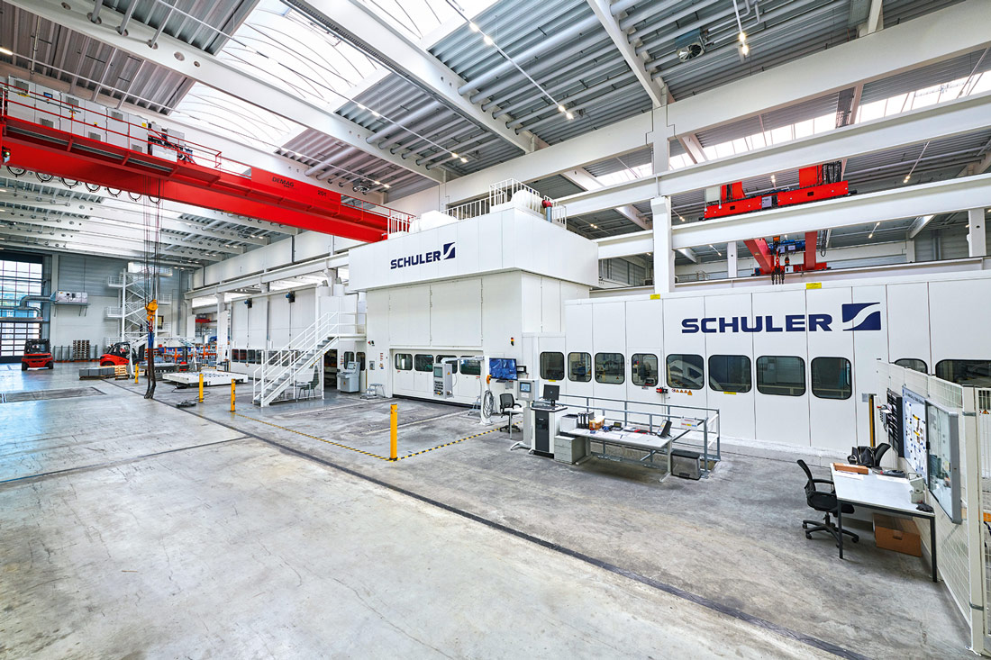 The blank cutting line, which is one of the most advanced and largest in Europe, incorporates an 800-metric-ton press and can process coils weighing up to 40 metric tons.